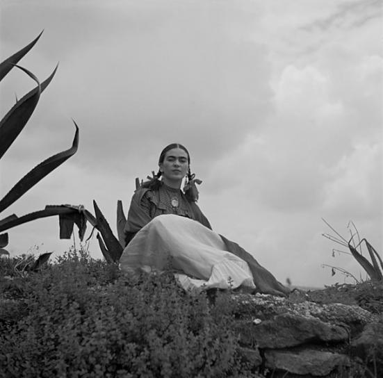 image 608pxToni_Frissell__Frida_Kahlo_seated_next_to_an_agave.jpg (56.2kB)